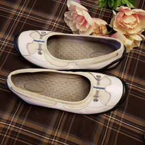 PRIVO BY CLARK'S WHITE LEATHER SLIP ON FLATS 9.5